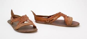 Los huaraches han sido fabricados en Jalisco, Michoacán, Guadalajara y  Yucatán. Tradicionalmente, se ha asociado este tipo de calzado con la vida  de campo.